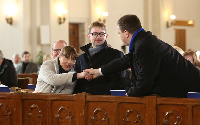 President Kersti Kaljulaid and Prime Minister Jüri Ratas (Center) greeting one another at an Independence Day church service. February 24, 2020.