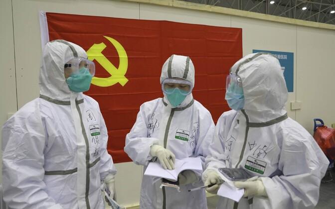 Riikliku agentuuri Xinhua foto meditsiinitöötjatetest Hiina Hubei provintsis.