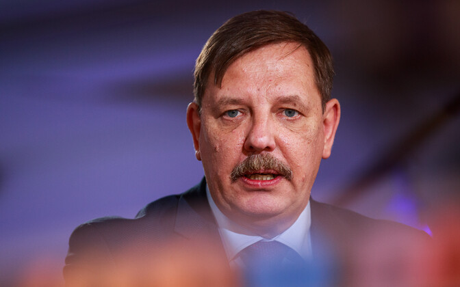 Economics affairs minister Taavi Aas (Center) in the