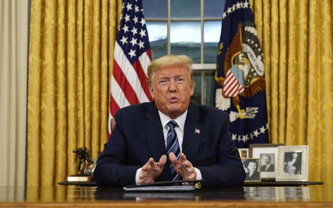 Президент Дональд Трамп объявил о принятом решении в Овальном кабинете.