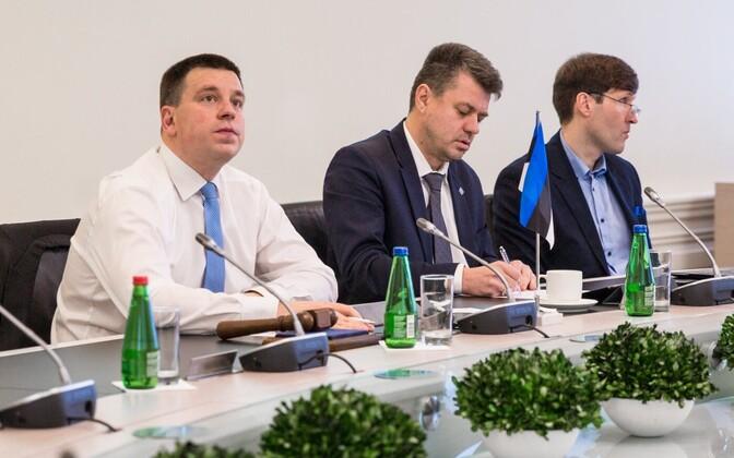 Peaminister Jüri Ratas, välisminister Urmas Reinsalu ja rahandusminister Martin Helme.