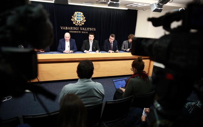 Valitsuse pressikonverents eriolukorrast: Mart Helme, Jüri Ratas, Urmas Reinsalu ja Tanel Kiik