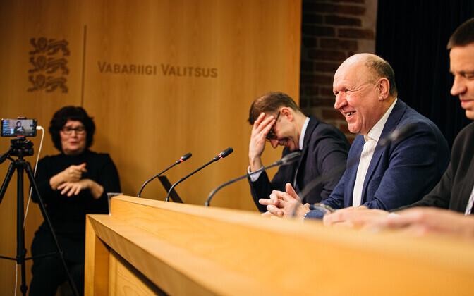 Valitsuse pressikonverents eriolukorrast, laua taga valitsuse kommunikatsioonijuht Urmas Seaver, EKRE juht Mart Helme ja peaminister Jüri Ratas