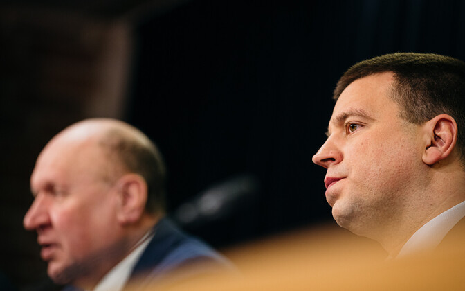 Prime Minister Jüri Ratas (right) and interior minister Mart Helme at a recent government press conference.