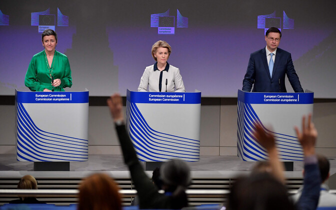 Vasakult: Margrethe Vestager, Ursula von der Leyen ja Valdis Dombrovskis.