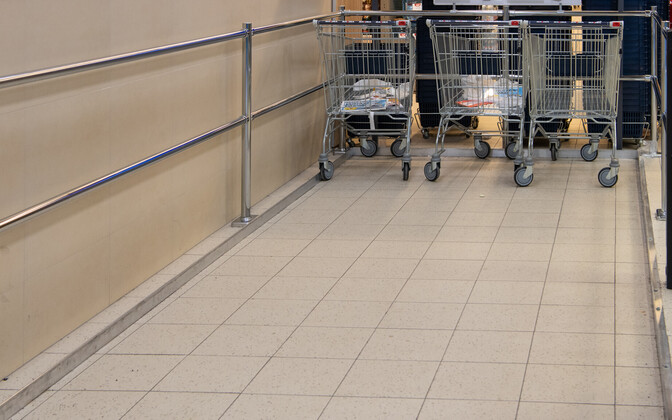 Shopping carts at a Maxima supermarket (picture is illustrative).