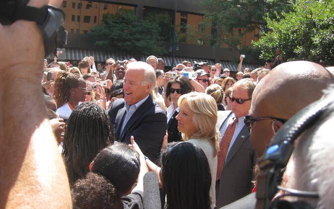 Джозеф Байден с избирателями.