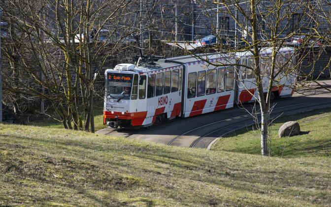 Число пассажиров общественного транспорта резко сократилось, но рейсы сокращать не планируется.