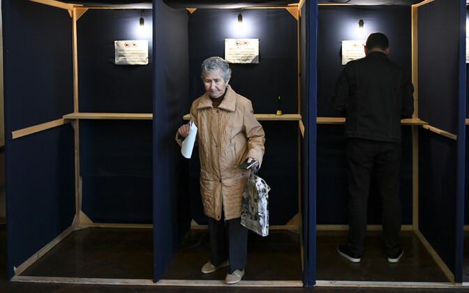 На одном из избирательных участков в Абхазии 22 марта.