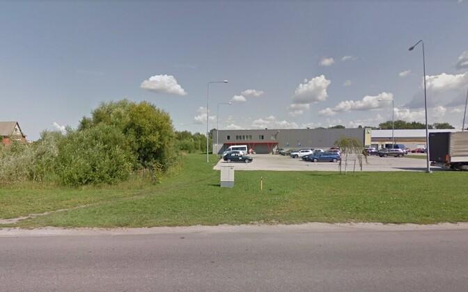 На пустыре за магазином Kaupmees в Нарве нашли труп мужчины.