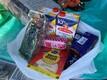 Раздача пакетов со школьным питанием в Нарве.