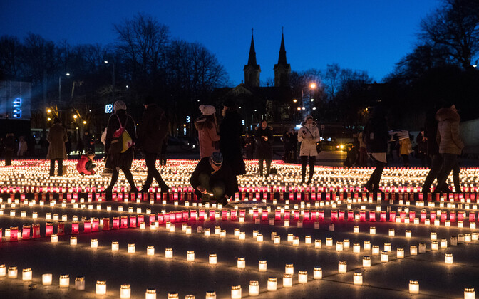Candles lit in Tallinn in memory of the March deportation of 1949. March 25, 2019.