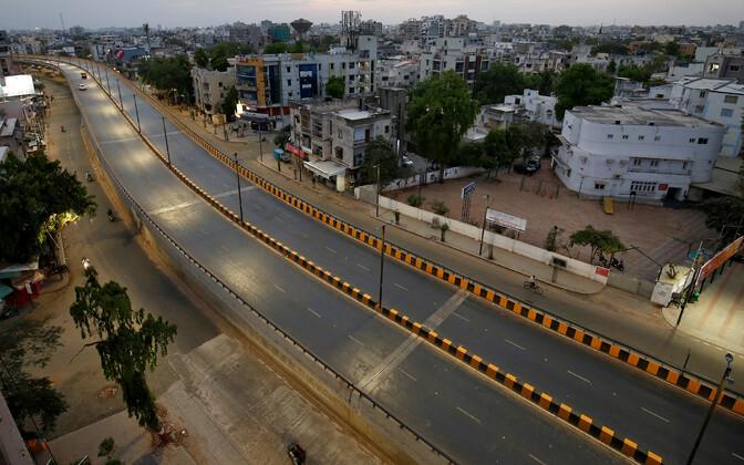 Tühi tänav Ahmedabadis Indias.