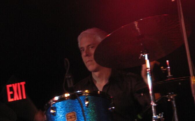 Trummar Bill Rieflin 2009. aastal.
