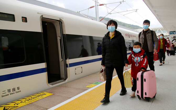 Reisijad Wuhani Ida-Shiyani rongijaamas
