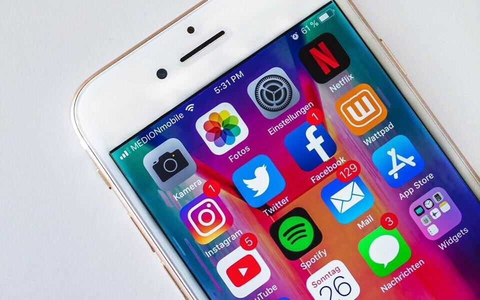 Kuigi inimesed veedavad ekraanide ees rohkem aega, kahaneb ka ühismeediahiidude kasum.