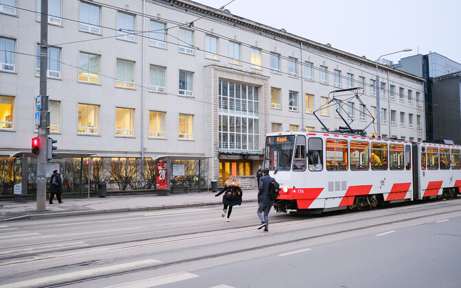 Tramm Tallinna Ülikooli ees.