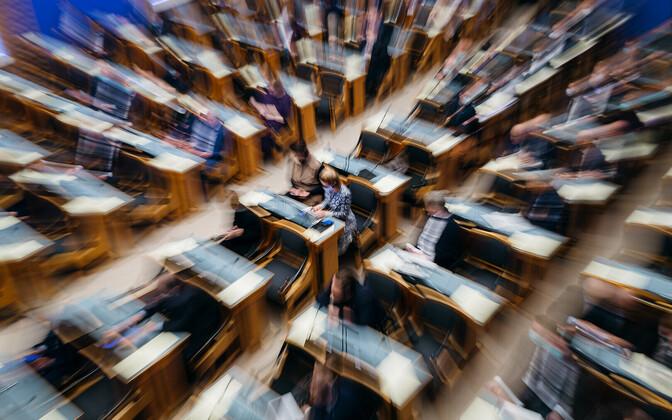 Reformierakonna juht Kaja Kallas riigikogu istungil