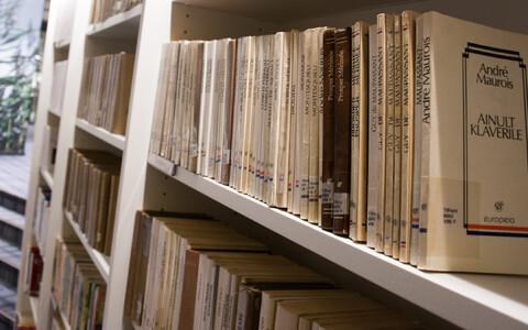 Raamatukogus