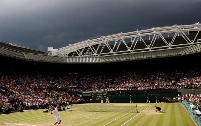 Tormipilved Wimbledoni väljaku kohal