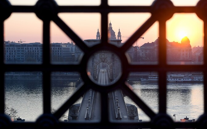 Vaade Budapestile läbi Ungari vanima silla, Kettsilla