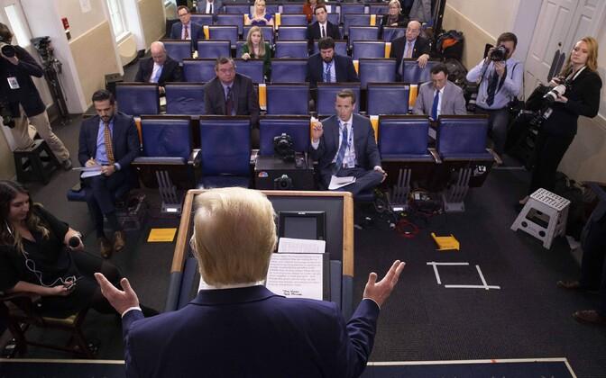 Ühendriikide president Donald Trump Valge Maja pressiruumis ajakirjanikele vastamas.