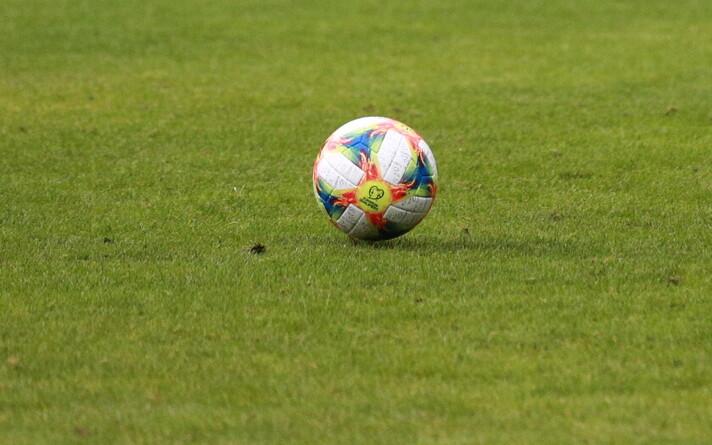 Вынужденная пауза позволяет больше внимания уделять состоянию газонов стадионов.