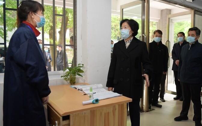 Hiina kompartei poliitbüroo liige Wuhani ülikooli külastamas.