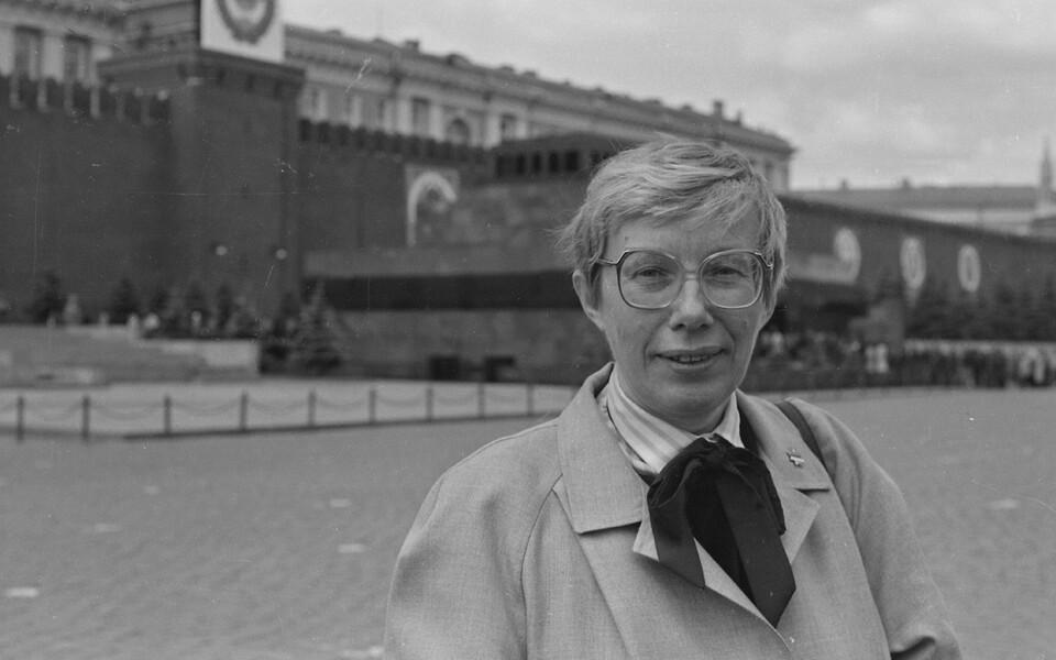 Eesti NSV-st valitud saadik Marju Lauristin NSV Liidu Rahvasaadikute Kongressi I istungi ajal Moskvas, Punane väljak. 1989