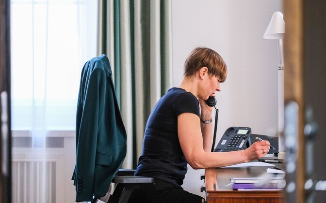President Kersti Kaljulaid speaking on the phone to President Sauli Niinistö.