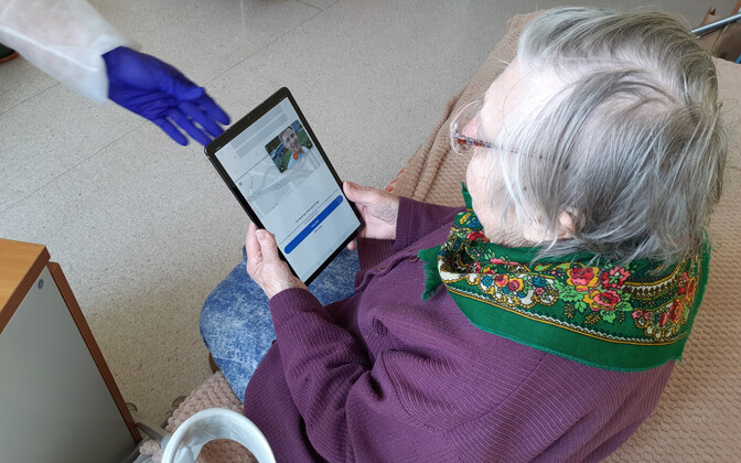 A care home resident in Saaremaa speaking to a loved one via tablet.
