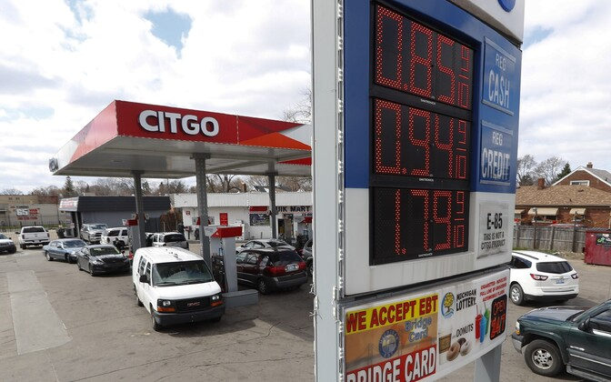 Bensiini hind USA-s Detroidis dollarites galloni kohta 10. aprillil.