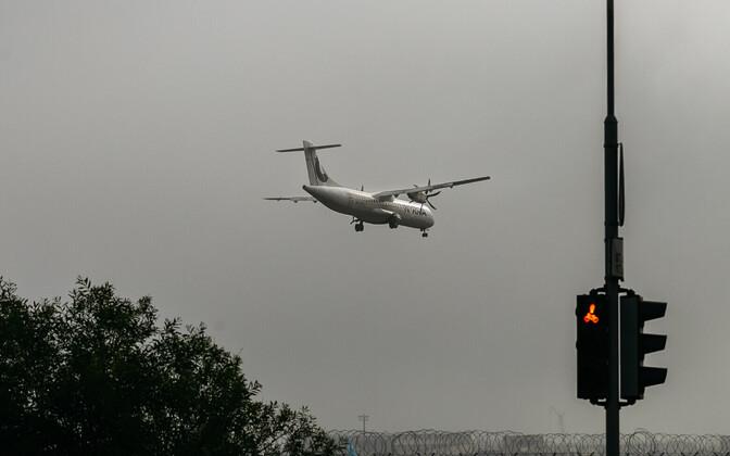 Lennuk maandumas Tallinna lennuväljal
