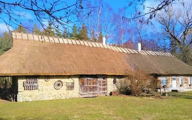 2019. aasta taluarhitektuuri toetusest taastatud katus Saaremaal.