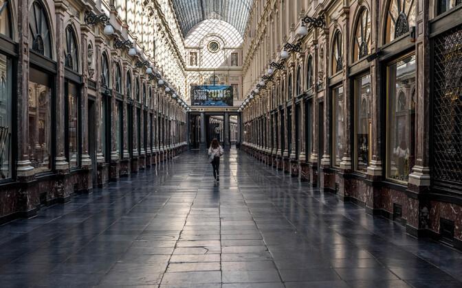 Koroonakriisist on kõige rängemalt pihta saanud teenindus- ja turismisektor. See Brüsseli vanalinnas asuv galerii on tavaolukorras päeval tihedalt rahvast täis.