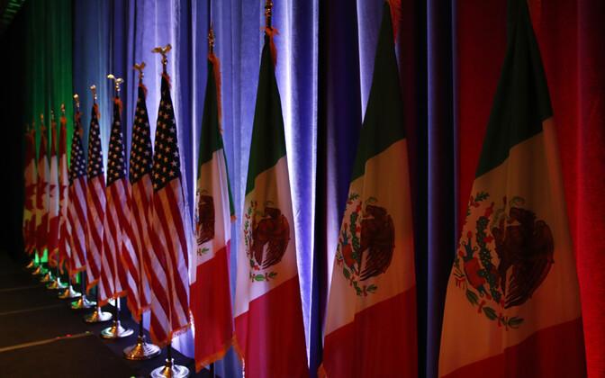 Kanada, USA ja Mehhiko lipud.