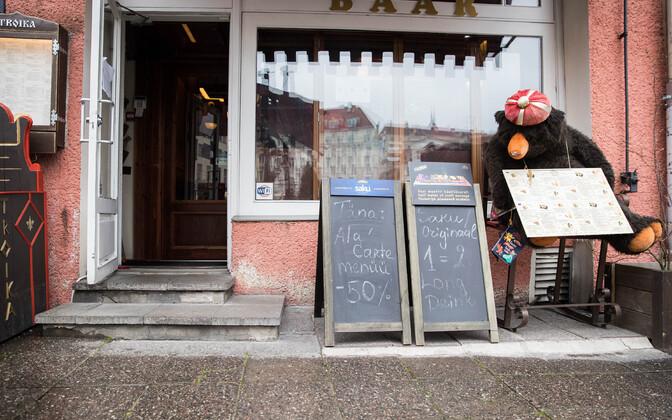 Рестораны в таллиннском Старом городе во время чрезвычайного положения.