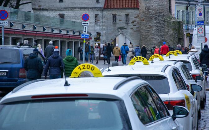 Автомобили такси.