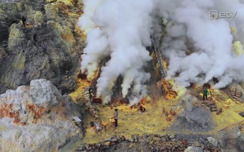 Kawah Ijeni väävlikaevandus on saanud suureks turismiatraktsiooniks.