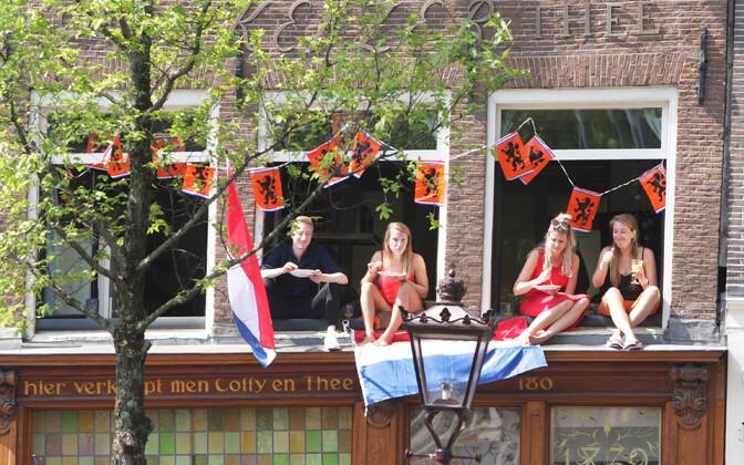 Hollandlased sel esmaspäeval tähistamas kuninga sünnipäeva.