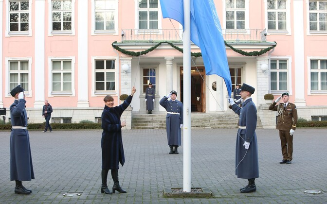 President Kersti Kaljulaid raising the UN flag at Kadriorg on New Year's Day this year, the date Estonia took up its UNSC non-permanent seat.