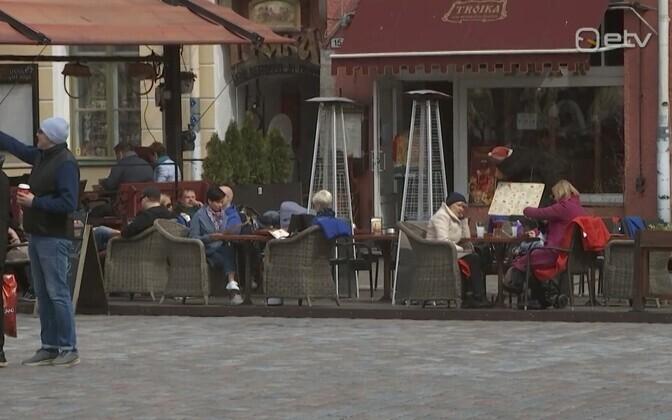 People in Tallinn's Raekoja plats on May Day.