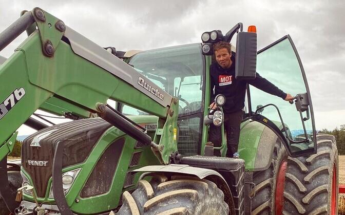 Emil Iversen töötab enda onu talus.