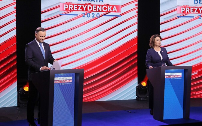 ВПольше перенесли выборы президента: иххотели провести попочте