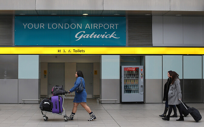 Reisijad Gatwicki lennujaamas.