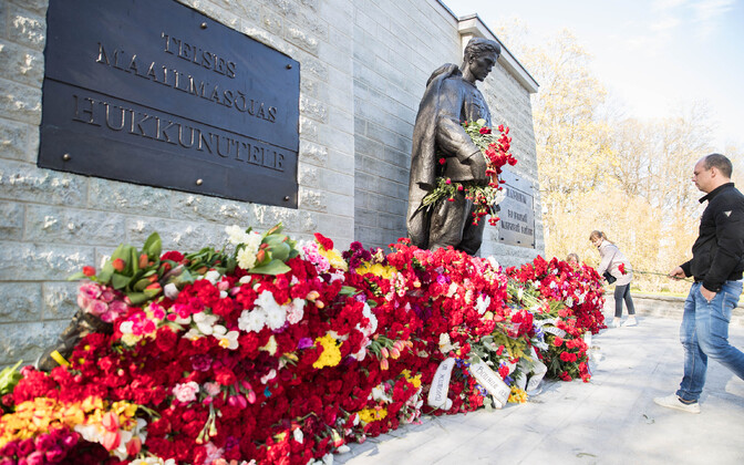 The Bronze Soldier at the Defense Forces Cemetery on May 9.