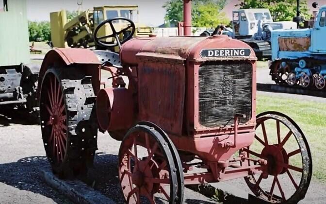 Avamise puhul paneb muuseum hääled sisse Deering traktorile.