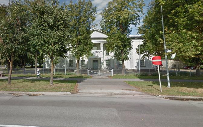 До конца 2010 года в здании работал Вируский окружной суд, ранее – дом культуры.