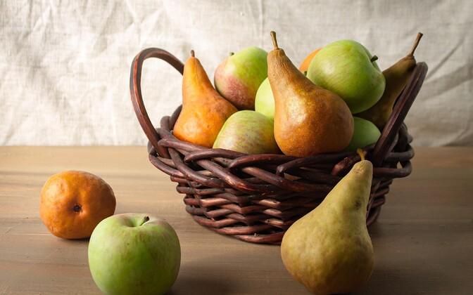 Rohkelt kiudaineid leidub puuviljades, näiteks õuntes ja pirnides.