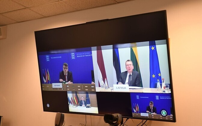 Urmas Reinsalu (top left and bottom right) meeting online with Latvian opposite number Edgars Rinkēvičs and other NB8 ministers Tuesday evening.